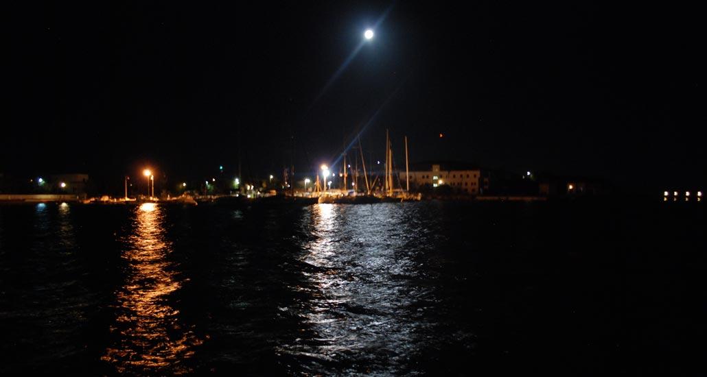 019004-night-full-moon-beautiful